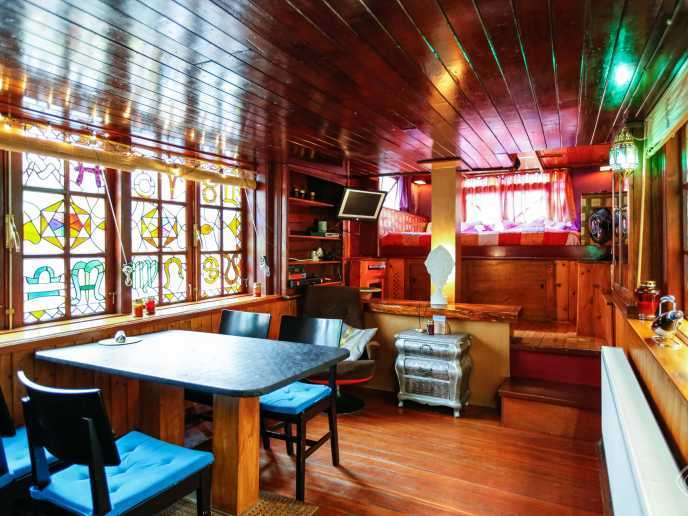 The House Boat Apartment